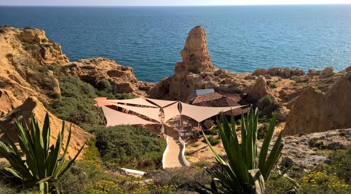 Talks & Treasures - Boneca Bar Algarve