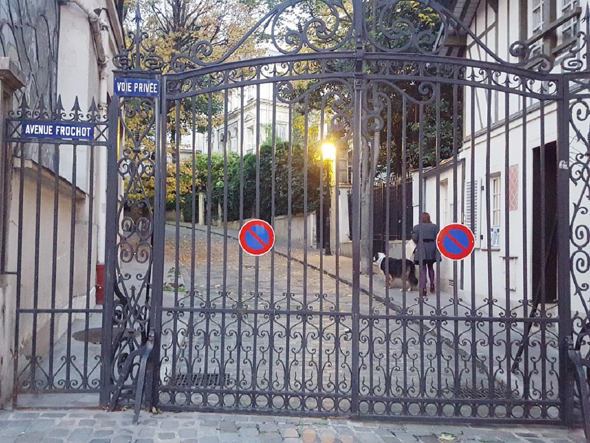 Talks & Treasures - Paris Pigalle