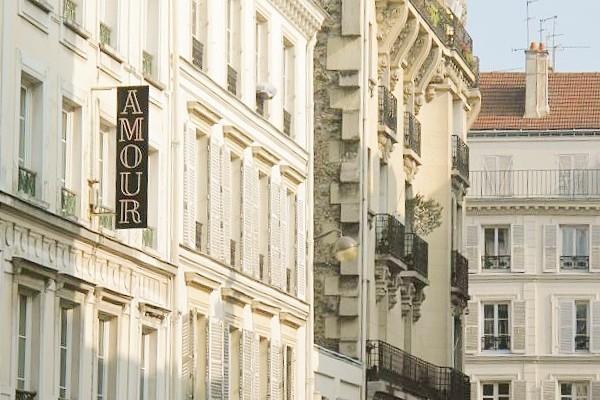 Talks & Treasures - hotel Amour