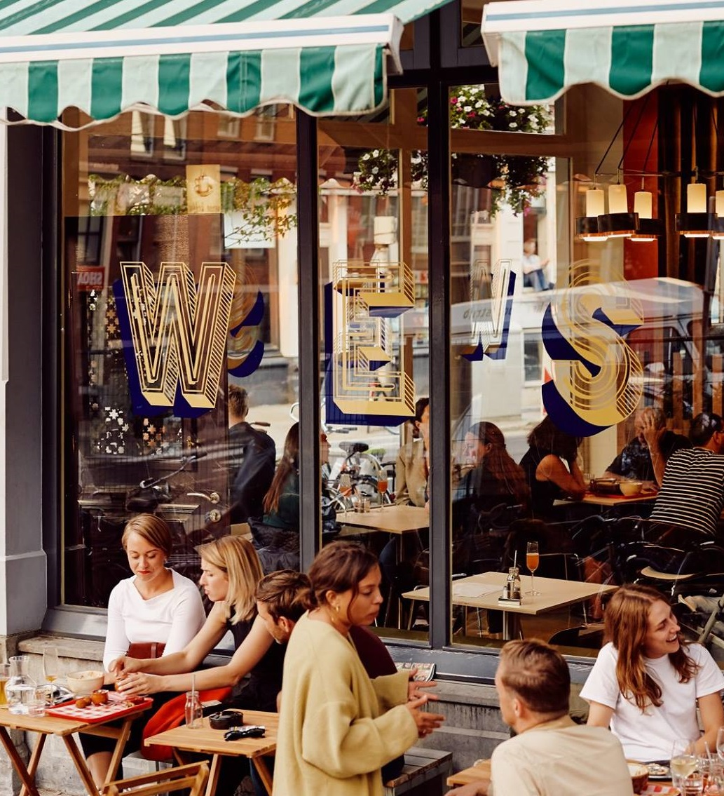 PicknickEen van de betere plekken in Rotterdam om je dag te starten in de zon. Of lunch, wat je wil. Al jaren eet je hier het lekkerste uit de regio, homemade gerechten die bereid zijn met de mooiste en duurzame producten. Van 's ochtends vroeg tot in de middag zit je voor of achter in de zon. Earlybirds hebben geluk en nemen tot 10.00 uur de nieuwe ontbijtspecial. Picknick